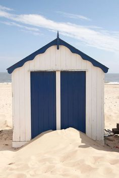 Beach Cabanas | Blue and white in the sand | Photo: http://philhillphotography.photoshelter.com/