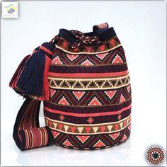 35 отметок «Нравится», 1 комментариев — Wayuu Bags &Bikini etc. (@wayuukiss) в Instagram: «Wayuu bag single thread รุ่น Premium quality ⭕️Sold out⭕️ •ฐาน 9 นิ้ว สูง 10 นิ้ว •สายยาว 104 cm.…»