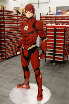 The final model, including its platform and internal steel armature, weighs about 150 pounds. Minifigura Lego, Batman Lego, Big Lego, Lego Marvel, Lego Display, Lego Sculptures, Lego Pictures, Amazing Lego Creations, Lego Room
