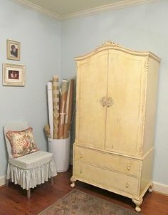 Cottage Hill: DIY Sewing Cabinet before. This is a fantastic project. The whole sewing cabinet folds up inside hidden away Sewing Closet, Sewing Room Storage, Craft Storage, Antique Cabinets, Diy Cabinets, Repurposed Furniture, Diy Furniture, Furniture Plans, Sewing Crafts