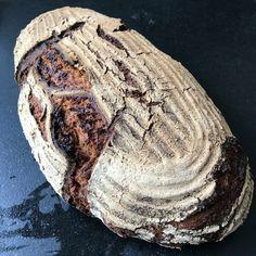 """Ein dunkles Roggenbrot mit einem ziemlichen Zutatenmix, daher auch etwas aufwendig. Roggengeschmack dominiert dieses herrliche Brot. Erstmals das """"Bio Universalz grobkörnig"""" als Gewürzmischung verwendet. 💯% Sauerteig  #sourdoughbread #breadmaking #breadbaking #sauerteig #sauerteigbrot #brotbackenmachtglücklich #brotbackenmachtspass #breadlover #breadbosses #artisanbread #sauerteigliebe #brotbacken #mehl #backen #brot #brotrezept #brotrezepte #breadmania #bezirkbaden #bezirkmödling #mödling… Steak, Food, Rye Bread, Bread Baking, Essen, Steaks, Meals, Yemek, Eten"""