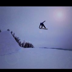 I'm jumping #jump #snowboard #snowboarding