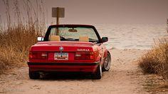 BMW Convertible at the beach. Bmw E30 Cabrio, Bmw E30 325, Bmw 325, Bmw E30 Convertible, Allroad Audi, Bmw Wallpapers, Bmw Classic Cars, Bmw Models, Bmw 2002