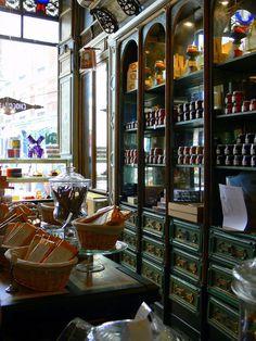 Art Nouveau - Confiserie Meert - Rue Esquermoise à Lille - 1791 - Restaurée dans les Annnées 1900 dans le respect de son décor Art Nouveau