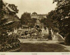 A Terasz-lépcső a Királyi ( ma: Budavári ) palota déli oldalánál. A háborúban megsérült, később elbontották.