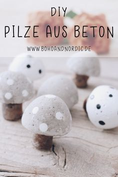 DIY Pilze aus Beton – Deko Pilze selber machen. Basteln mit Beton. Süße Pilze einfach selbst gemacht. Herbstdeko zum Selbermachen. #diy #beton #pilze #deko