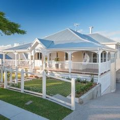 Large country white one story wood exterior home photo in Sydney with a hip roof. White trim with a subtle difference in white main color. Queenslander House, Weatherboard House, Style At Home, White Trim, House Front, My House, I Lak, Brisbane, Facade House