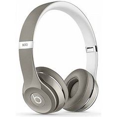 There's no way you'd trust your tunes to tinny old earbuds--and these sleek Beats Solo 2 headphones have the supra-aural design to deliver every beat with superior audio quality. Beats Solo, Beats By Dre, Bluetooth Headphones, Over Ear Headphones, Sports Headphones, Tech Accessories, Fashion Accessories, Hiphop, Plus Populaire