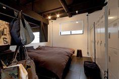 ベッドルーム事例:ベッドルーム(耐震性も断熱性も備えて好みのデザインで。木造をRC造や鉄骨造のような雰囲気に一新)