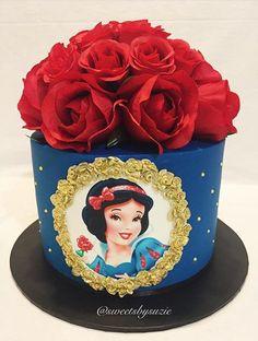 Snow White inspired birthday cake made by Sweetsbysuzie in Melbourne Schneewittchen inspiriert White Birthday Cakes, Snow White Birthday, First Birthday Cakes, Birthday Cake Girls, Girl First Birthday, Cakes To Make, How To Make Cake, Bolo Moana, Snow White Cake