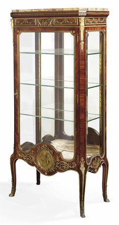 A FRENCH ORMOLU-MOUNTED KINGWOOD VITRINE - BY FRANÇOIS LINKE, PARIS, LATE 19TH/EARLY 20TH CENTURY.