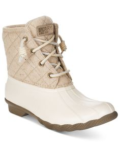 Let this waterproof style take you where others can't go. The Salt Water duck booties by Sperry Top-Sider feature a warm micro-fleece lining inside and contrasting rawhide laces up top. Snow Boots, Winter Boots, Ugg Boots, Calf Boots, Winter Snow, Combat Boots, Bootfahren Outfit, Outfit Ideas, Sperry Duck Boots
