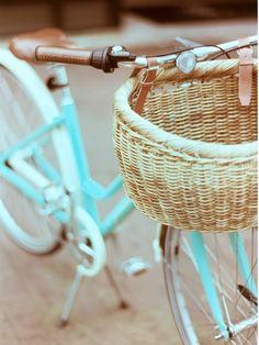 wicker baskets, beach cruisers, cruiser bikes, bike rides, vintage bikes