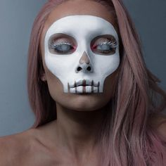 Are you looking for ideas for your Halloween make-up? Browse around this website for scary Halloween makeup looks. Halloween Skeleton Makeup, Halloween Inspo, Halloween Designs, Halloween Makeup Looks, Halloween Skeletons, Halloween Kostüm, Halloween Mermaid, Halloween College, Vintage Halloween