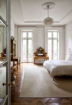 White french bedroom | bedroom, classic bedroom decor, home decor, bedroom decor, french bedroom, bedroom ideas, #homedecor #bedroom #traditional