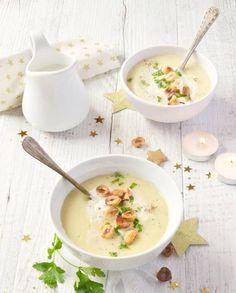 parsnip soup with toasted hazelnuts vegan christmas Veggie Recipes, Soup Recipes, Vegetarian Recipes, Dinner Recipes, Healthy Recipes, Tostadas, Parsnip Soup, How To Roast Hazelnuts, Gourmet