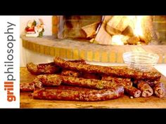 How to make homemade Greek sausage with leek. An authentic recipe for homemade Greek sausage as it is made in Karditsa, Greece. How To Cook Sausage, How To Make Homemade, Sausages, Greek Recipes, Grilling Recipes, Greece, Bacon, Food And Drink, Cooking