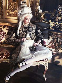 Ymre Stiekema as Marie Antoinette by Giampaolo Sgura for Vogue Nippo. This looks more Baroque to me. Mode Rococo, Mode Baroque, Rococo Style, Rococo Fashion, Vogue Fashion, High Fashion, Space Fashion, Vogue Japon, Estilo Art Deco