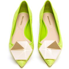 NICHOLAS KIRKWOOD Raffia Woven Skimmer Loafer ($355) ❤ liked on Polyvore featuring shoes, loafers, flats, lime green ballet flats, lime green flats, ballerina shoes, pointy toe flats and pointed toe flats