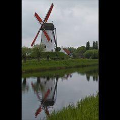 Moinho de vento em Flandres, região norte na Bélgica. Foto enviada por Claudine Van Massenhove