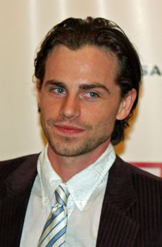 Rider Strong <3 looks a lot like my DH with hair ;)