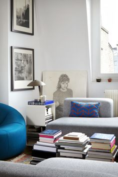 A French apartment filled with art, books & vintage finds French Apartment, Piece A Vivre, Living Room Remodel, Contemporary, Modern, Home Remodeling, Living Spaces, Living Rooms, Ottoman