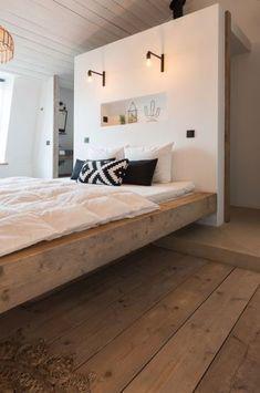 White bathrooms 348325352426330300 - ZARA – Studio Scott locaties voor fotoshoots Source by AuCDI Attic Master Bedroom, Bedroom With Ensuite, Bedroom Black, Bedroom Green, Home Bedroom, Bedroom Wall, Bedroom Decor, Green Bedrooms, Bed In Middle Of Room
