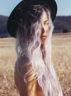 Dye your hair simple & easy to lilac hair color - temporarily use lilac hair dye to achieve brilliant results! DIY your hair lilac with hair chalk Lavender Hair, Lavander, Dream Hair, Love Hair, Ombre Hair, Blonde Ombre, Blonde Waves, White Blonde, White Hair