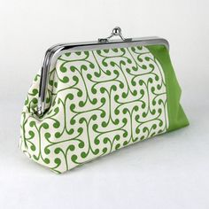 Mod green organic clutch Green Organics, Clutches, Suitcase, Coin Purse, Lunch Box, Wallet, Purses, Happy, Pocket Wallet