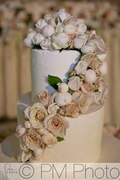 A simply stunning wedding cake