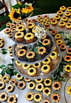 Inspirational Sunflower Wedding Ideas for luxury sunflower decorated wedding cupcakes, diy your wedding dessert with such great wedding ideas, perfect for spring or fall weddings Daisy Cupcakes, Sunflower Wedding Cupcakes, Fall Sunflower Weddings, Sunflower Wedding Decorations, Cupcake Cakes, Summer Wedding Cupcakes, Wedding Sunflowers, Wedding Desserts, Wedding Cakes