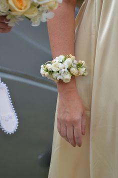 Wrist corsageFor a Wedding Bouquet Guide ... https://itunes.apple.com/us/app/the-gold-wedding-planner/id498112599?ls=1=8 ... The Gold Wedding Planner iPhone App.