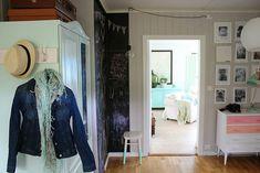 Vises din personlighet i gangen? Entryway, House, Furniture, Interiors, Home Decor, Nest, Feather, Houses, Apartments