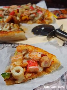 pizza tom yam Tuna Pizza, Calzone, Yams, Hawaiian Pizza, Pasta, Food, Red Peppers, Hoods, Meals
