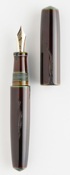 NAKAYA FOUNTAIN PEN - Negoro style Urushi laquer (Oribe-Yaki image).  The look is intensional and adds to the beauty.