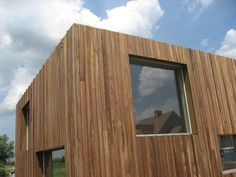 thermowood gevel - Google zoeken Wooden Facade, Wood Architecture, Timber Cladding, Wooden House, Facade House, Building Materials, Terrace, Shed, Exterior