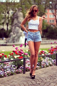 Polka dots short and blue denim short jeans and black heels