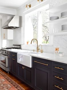 Save this kitchen design idea if you like. :)