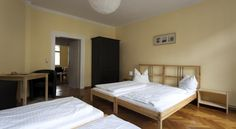 Apartment Schwarzburger Hof Weimar This large and fully equipped one-bedroom apartment has a central location in Weimar, 200 metres from the German National Theatre. There is a restaurant with a bar and beer garden.  Apartment Schwarzburger Hof is for up to 4 people.