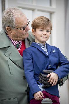 Prince Henrik of Denmark with grandson Prince Vincent Denmark Royal Family, Danish Royal Family, Crown Princess Mary, Prince And Princess, Desi Wedding Dresses, Prince Frederick, Princess Marie Of Denmark, Danish Royalty, Velvet T Shirt