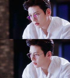 Ji Chang wook ❤ new oppa has been found😂 Ji Chang Wook Smile, Ji Chang Wook Healer, Ji Chan Wook, Hot Korean Guys, Korean Men, Asian Actors, Korean Actors, Dramas, Ji Chang Wook Photoshoot