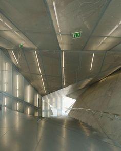 La Casa da Musica, à Porto, par Rem Koolhaas © Vincent Leroux http://www.plataformaarquitectura.cl/cl/02-10586/plataforma-en-viaje-casa-da-musica-rem-koolhaas