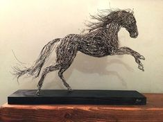 Life-Sized Wire Sculptures of Animals Look Perfectly at Home in Natural Environments Drahtskulptur von Candice Bees Wire Art Sculpture, Driftwood Sculpture, Sculpture Projects, Horse Sculpture, Animal Sculptures, Abstract Sculpture, Wire Sculptures, Bronze Sculpture, Murals Street Art