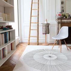 Tapis | Un tapis blanc et gris | #chambres, #décoration, #luxe. Plus de nouveautés sur magasinsdeco.fr/