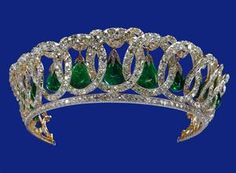 The Vladimir Tiara – was purchased in 1921 by Queen Mary, it was originally owned by Grand Duchess Elena Vladimir of Russia. This is another piece that Queen Elizabeth inherited from Queen Mary.