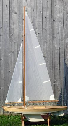 It has been awhile since I've made a model wooden boat. This is a nice one. My grandson is old enough now to like sailing this as a 'pond boat'. It would be his first boat. Wooden Speed Boats, Wood Boats, Make A Boat, Build Your Own Boat, Yacht Design, Boat Design, Model Sailboats, Rc Boot, Wooden Boat Building