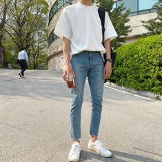 autumn date outfit Korean Fashion Men, Korean Street Fashion, Kpop Fashion, Asian Fashion, Fashion Models, Hipster Outfits Men, Celebrity Casual Outfits, Men's Outfits, Aesthetic Fashion