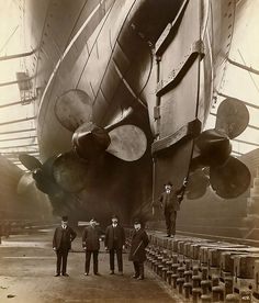 1910 ... British RMS Lusitania - The Captain, the owners of the ship, the CEO of the shipyard and his Foreman with his hand on the rudder. S)
