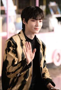 Korean Boys Hot, Korean Babies, Cute Korean, Korean Men, Asian Boys, Emo Scene Hair, Handsome Korean Actors, Men Handsome, Actor
