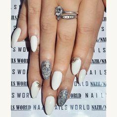 Άσπρο και εντυπωσιακό #glitter  glitternails #nailsworlddd #weddingnails #fallnailtrends #nailtrends #nailstyle #stripeynails #nailporn #gel #gelnails #nail #nailcare #nailsalon #nailsbyme #nailsdone #nailslove #nailstyle #naildesign #nailpolish #nailsaddict #μανικιουρ #nailtutorial #νυχια #nails2inspire #nailsoftheday #greekbloggers #nails